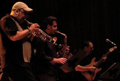 Randy Brecker, Eric Marienthal y Chuck Loeb. Foto: Toni Porcar