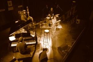 """ROBERTA GAMBARINI QUARTET. """"La universalidad del jazz fuente de renovación y futuro"""". 19º Ciclo Jazz es Primavera-II Festival Eurojazz 2011. Ellas crean. C.M.U. San Juan Evangelista (Madrid)."""