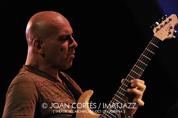 IMJ010_MARC DUCRET (©Joan Cortès)_Journal Intime+Marc Ducret_11oct2012_Théâtre de l'Archipel_24Jazzèbre_Perpinyà