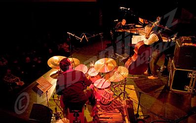 TRI-EZ Agustí Fernández (piano), Baldo Martínez (contrabajo), Ramón López (batería, cajón, tablas y percusiones) © Sergio Cabanillas, 2007