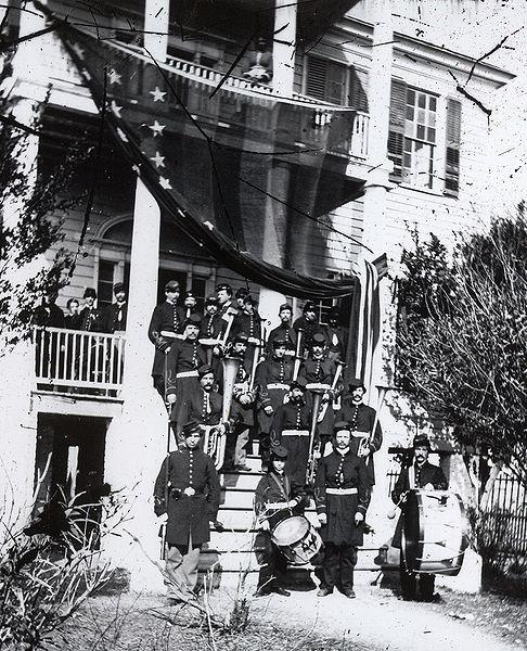 Banda militar fotografiada en la guerra civil norteamericana. Tomada entre 1861 y 1865. Library of Congress, Prints & Photographs Division.
