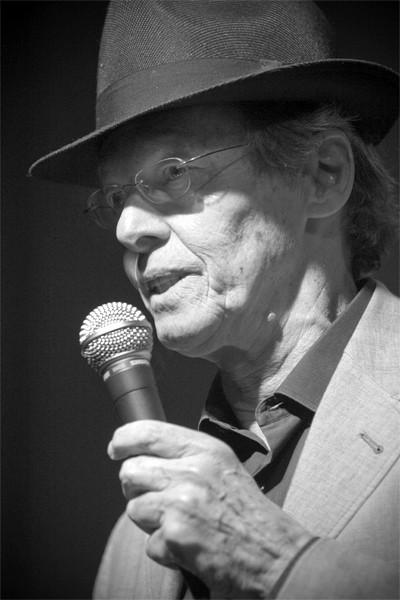 Dick Angstadt, presentando a The Fringe, el grupo de George Garzone en Bogui, 12/05/2008 © Sergio Cabanillas, 2008